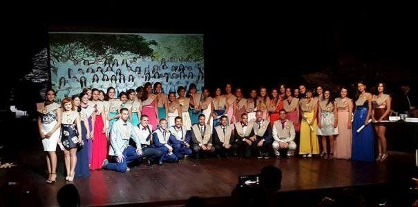 Los alumnos de Enfermería celebran su graduación en los Jameos del ...