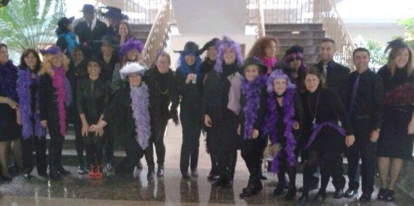 Trabajadores del Cabildo, disfrazados de viudas y viudos.