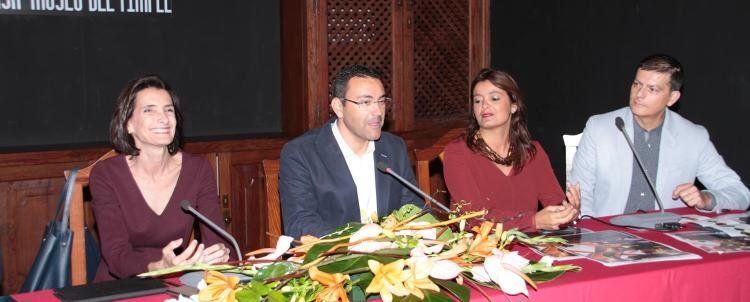 La consejera de Turismo del Gobierno canario junto al alcalde y la concejal de Cultura de Teguise. FOTOS: Sergio Betancort.
