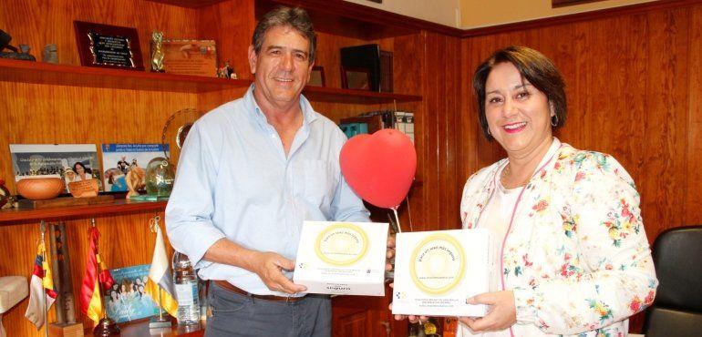 La alcaldesa de Yaiza y el director del Área de Salud de Lanzarote