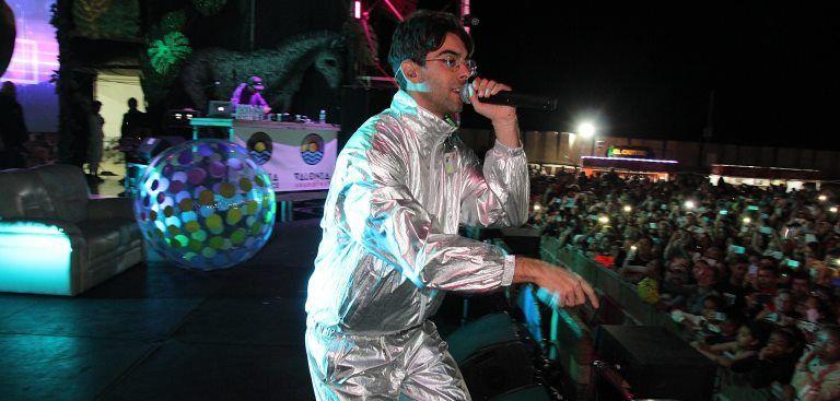 Resultado de imagen de Miles de carnavaleros bailaron a ritmo de Don Patricio en Puerto del Carmen