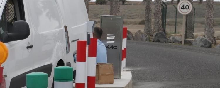 carretera aeropuerto barrera